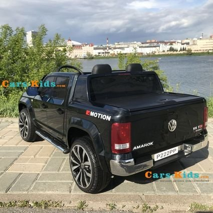 Электромобиль Volkswagen Amarok 2WD черный (легко съемный аккумулятор, 2х местный, резина, кожа, пульт музыка)